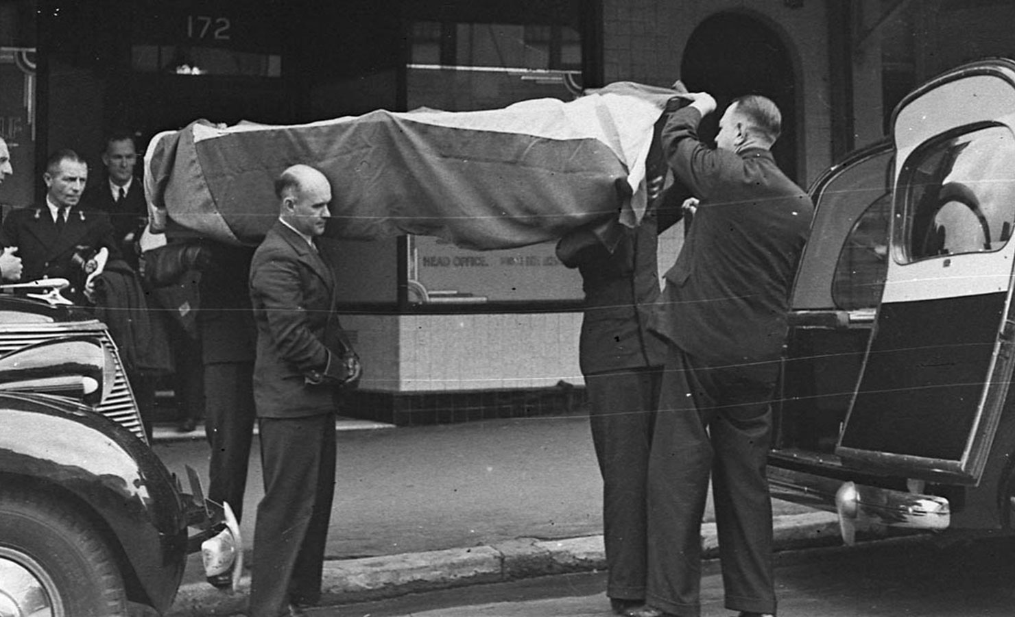 hur blir man begravningsentreprenör