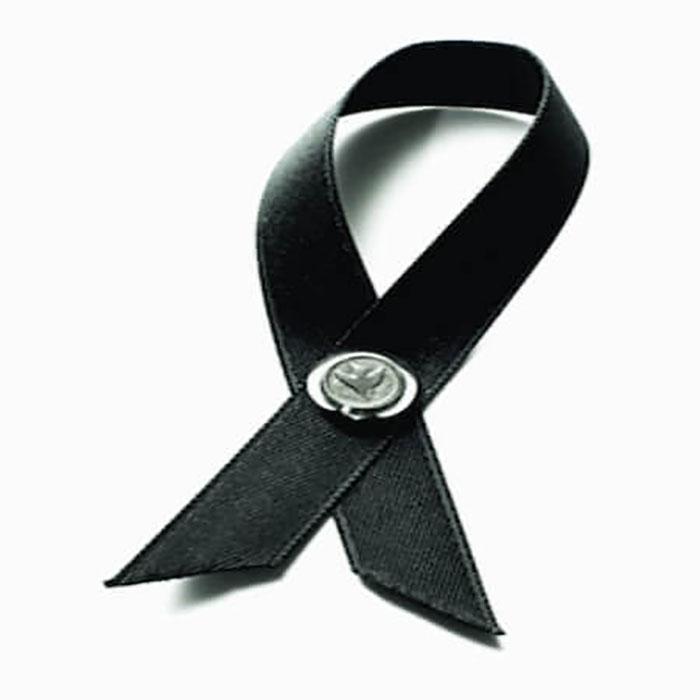 43935c03e7a6 Det gjorde man genom att bära ett sorgband runt armen. Sorgbandet bars  veckorna före begravningen ...